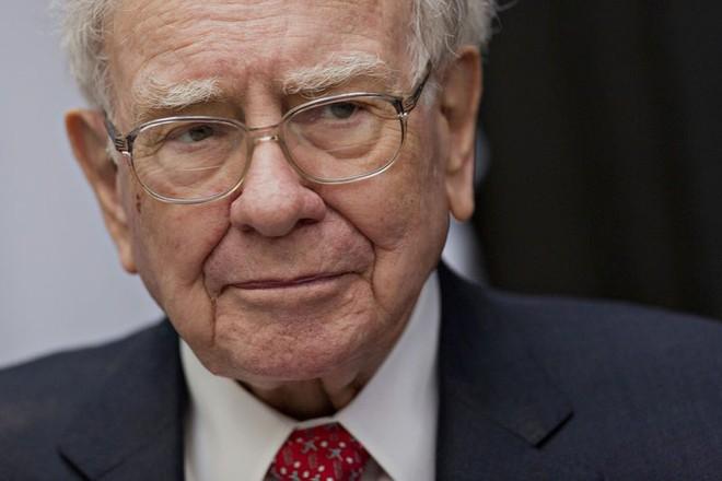 """Warren Buffett nhắn Donald Trump: """"Hãy như tôi!"""""""