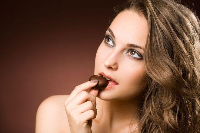 Điều kỳ lạ gì xảy ra với cơ thể trong một ngày, kể từ khi bạn ăn mẩu socola?