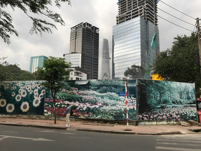 """Không còn là nơi trông giữ xe ô tô, nhiều khu """"đất vàng"""" trung tâm Sài Gòn bất ngờ khởi động"""