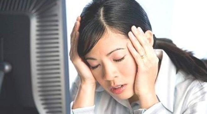 Khổ như nhân viên ngân hàng: Trình bệnh án, giấy ly hôn để sếp cho nghỉ việc