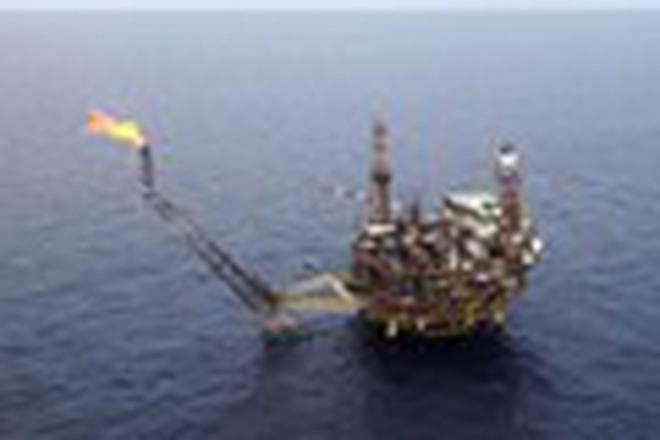 Giá dầu bùng nổ sau tuyên bố hợp tác của Nga