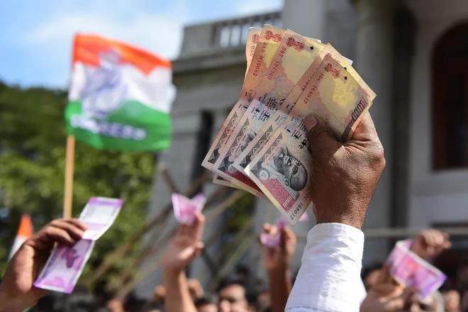 86% tiền giấy đang lưu hành của Ấn Độ giờ chỉ là một tờ giấy lộn