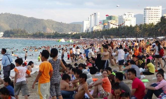 Quá tải du lịch biển Nha Trang