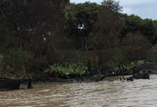 13 tàu du lịch ở Bến Tre bị cháy, chìm xuống sông