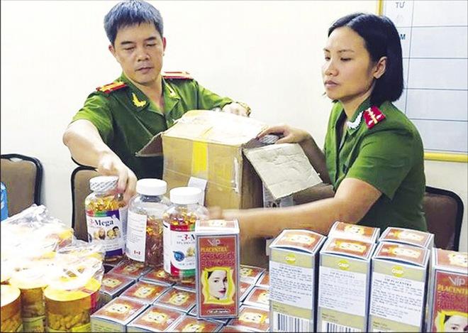 """Lật tẩy """"đường dây"""" tuồn hàng giả vào Việt Nam"""