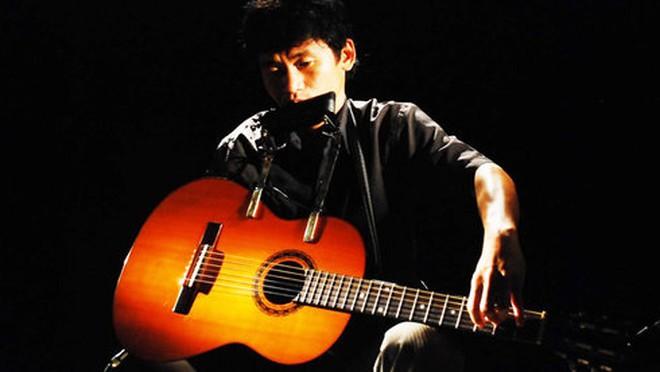 """""""Quái kiệt guitar"""" Nguyễn Thế Vinh và 113 trẻ mồ côi"""