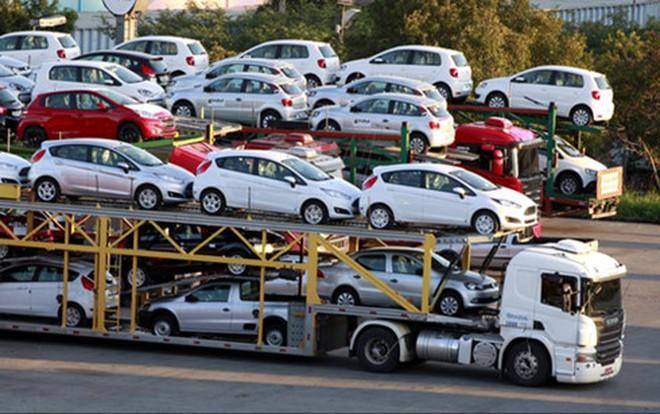 Nhập ô tô: Giữ hay bỏ Thông tư 20?