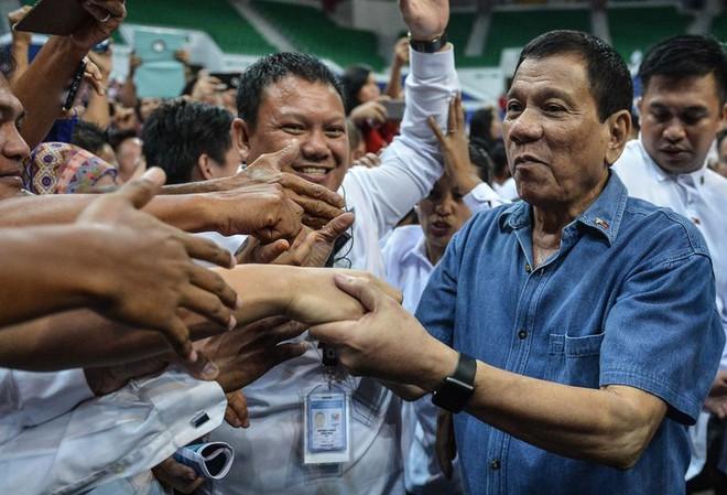 Lục đục với Mỹ, Rodrigo Duterte tìm đường hợp tác với Trung Quốc