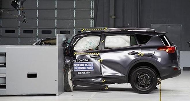 Thảm cảnh của Toyota: Quán quân bán xe một thời đang bị Thaco đè bẹp và tất cả đối thủ ăn tranh hết thị phần