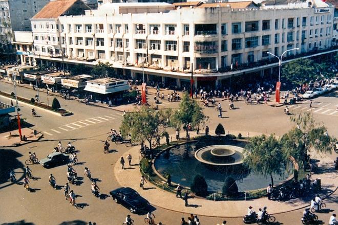 Cùng nhìn những hình ảnh cuối cùng của toà nhà 130 năm tuổi tại Sài Gòn chính thức bị đập xây cao ốc 40 tầng