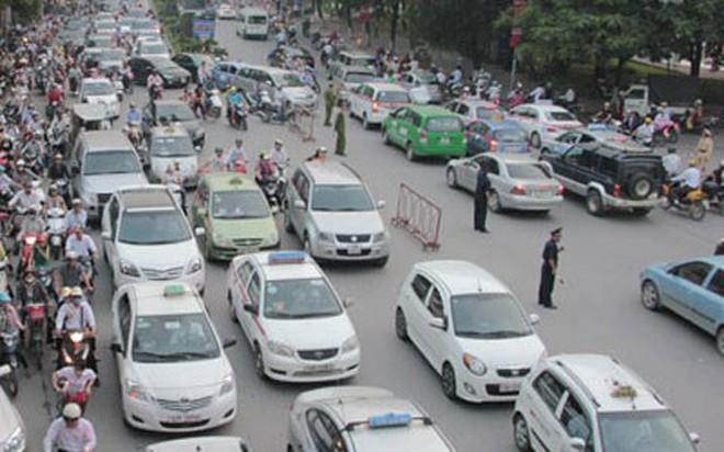 """Lãnh đạo bộ Tài chính bỏ xe công đi taxi: """"Có gì đâu mà ồn ào"""""""