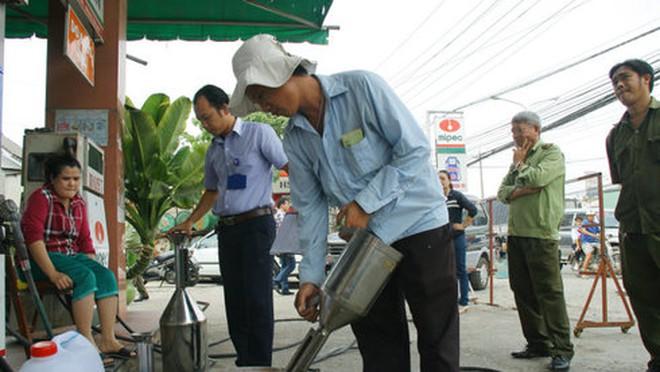 Phạt cây xăng gắn chíp gian lận trên 100 triệu đồng