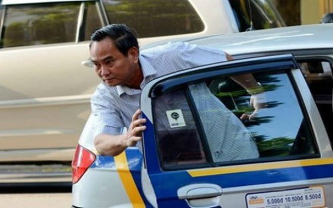 """Khi dân hỏi Thứ trưởng """"đi làm bằng taxi thật à?"""""""