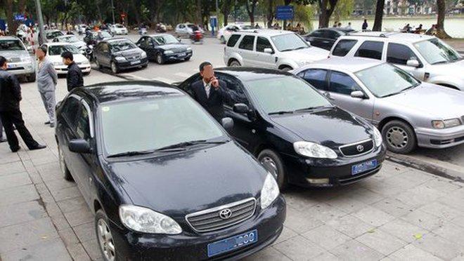 Thứ trưởng Bộ Tài chínhđi taxi, tự lái xe đi làm từ ngày 3-10