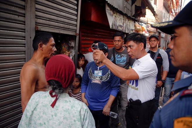 """Cuộc chiến ma túy của Philippines bị """"sờ gáy"""""""