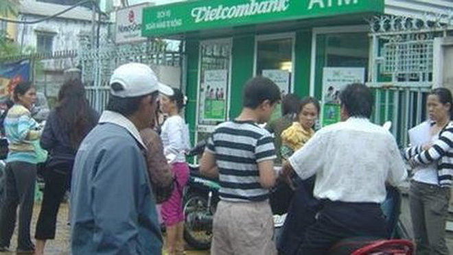 Vietcombank khóa thẻ ATM để bảo vệ chủ thẻ