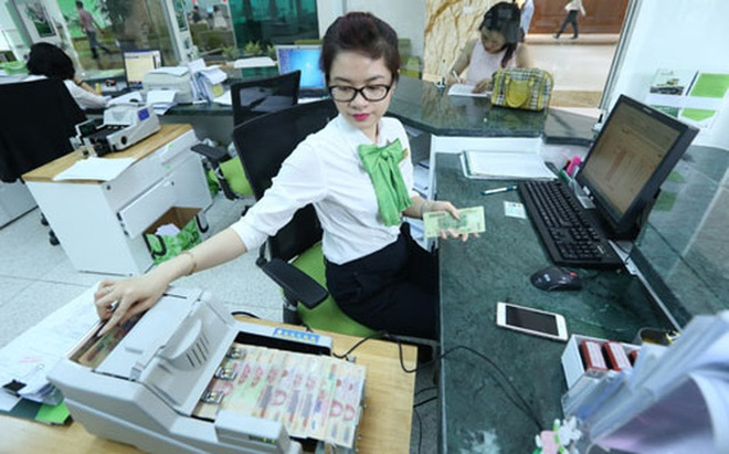 Tiền lại chảy mạnh vào ngân hàng