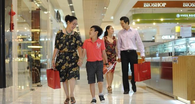 Thẻ tín dụng ở Việt Nam: Thanh niên dùng để mua sắm online, còn trung niên thích quẹt ở trung tâm thương mại