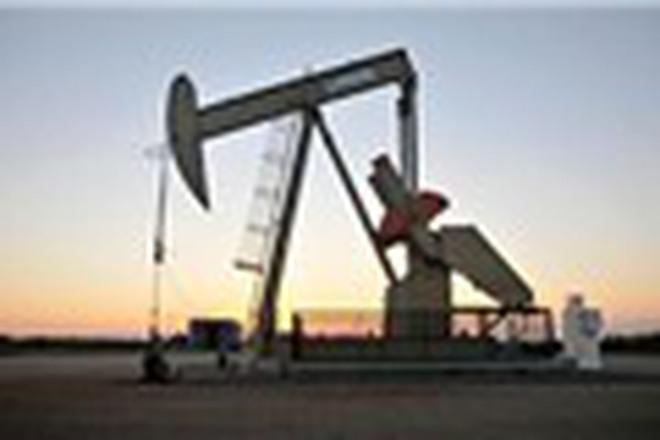 Giá dầu tăng phiên thứ 2 liên tiếp, vượt mốc 56 USD/thùng