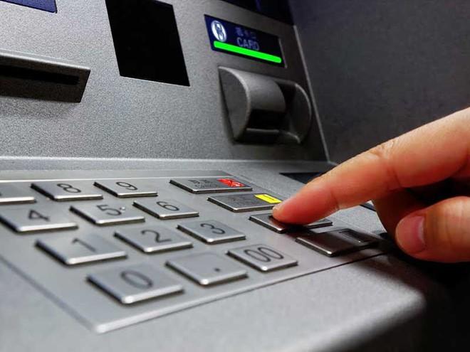 Khóc cười với dịch vụ ATM