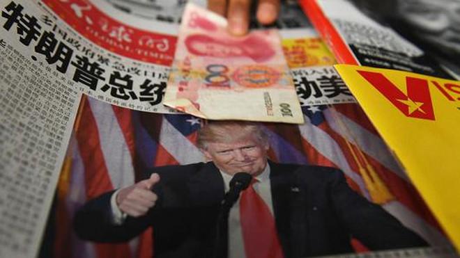 """Trung Quốc """"ăn miếng trả miếng"""" với Donald Trump bằng chính sách tỷ giá"""