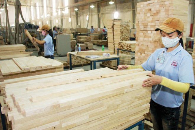 """Doanh nghiệp ngành gỗ """"khát"""" nguyên liệu đạt """"chuẩn"""""""