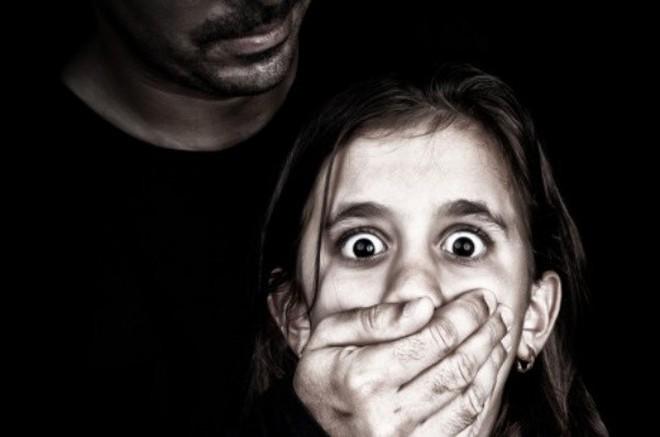 Cứ 4 bé gái thì lại có 1 em bị xâm hại tình dục - clip khiến người lớn thức tỉnh