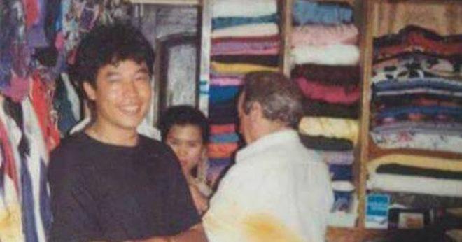 Có ai nhận ra vị doanh nhân nổi tiếng Việt Nam trong bức hình này?