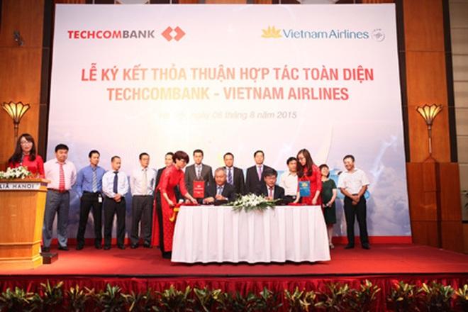 """Techcombank chưa """"chốt lời"""" được cổ phiếu Vietnam Airlines, tiếp tục đăng ký bán ra"""