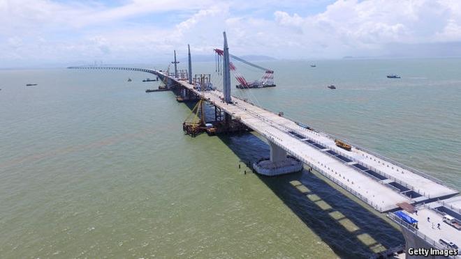 Cây cầu vượt biển dài nhất thế giới và sự chuyển mình của đồng bằng Châu Giang