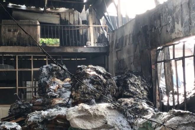 Cháy lớn thiêu rụi 1.200 m2 nhà xưởng sản xuất bao bì tại TPHCM