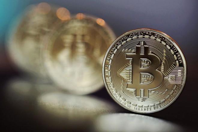 1 Bitcoin giờ đã có giá gần bằng 1 ounce vàng