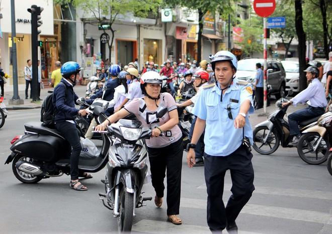 Đi xe đạp lên vỉa hè cũng bị phạt
