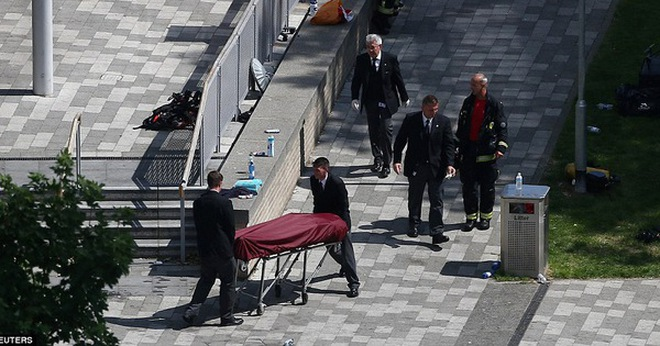 Không một ai ở 3 tầng trên cùng sống sót: Những thi thể đầu tiên được đưa ra khỏi tòa tháp 27 tầng sau vụ cháy