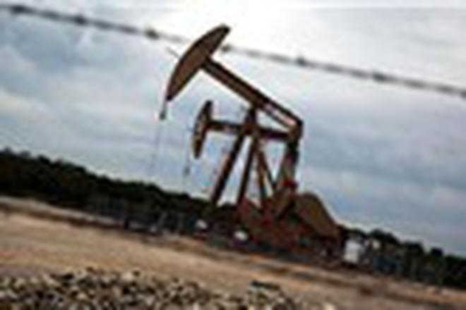 Niềm tin rạn nứt, giá dầu thấp nhất 3 tuần