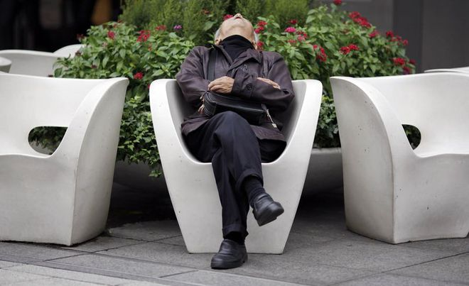 """Không phải những karoshi làm việc đến chết, đây mới là """"nỗi lo"""" lớn nhất của kinh tế Nhật Bản"""