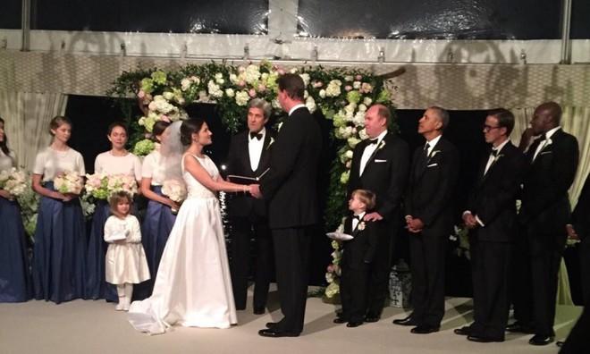 Obama làm phù rể trong lễ cưới của nhân viên Nhà Trắng