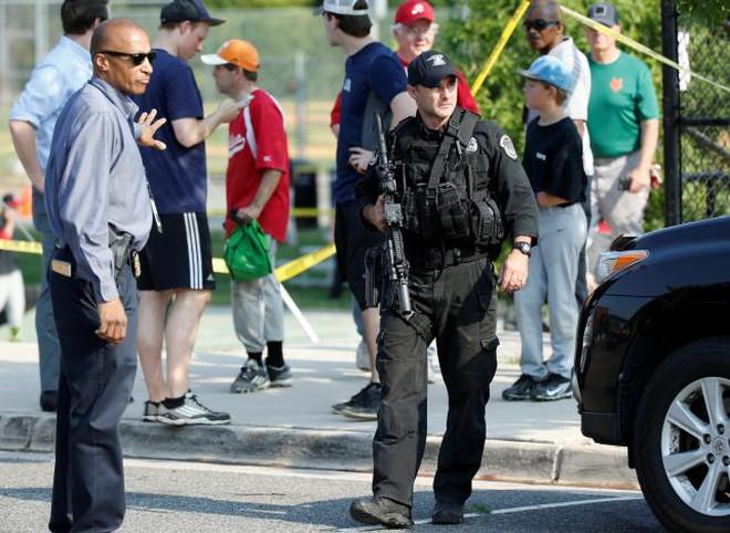 Nghị sĩ cấp cao đảng Cộng hoà trúng đạn trong vụ xả súng sân bóng chày, nghi phạm bị bắt giữ