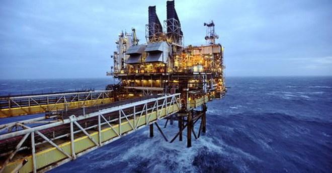 Giá dầu tăng vọt do Fed công bố nâng mức lãi suất