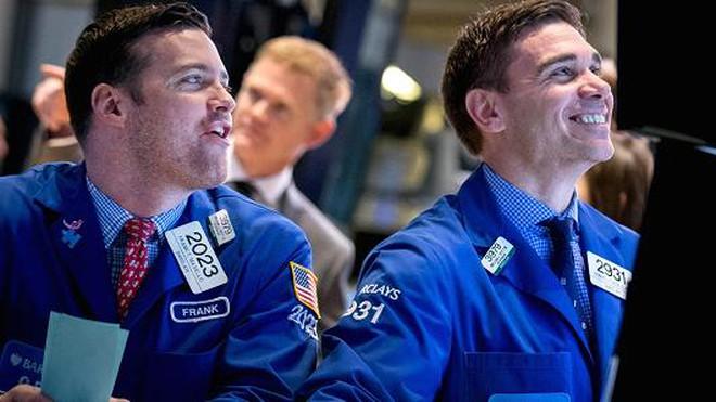 Thị trường giảm điểm, khối ngoại tiếp tục mua ròng trong phiên đầu tuần