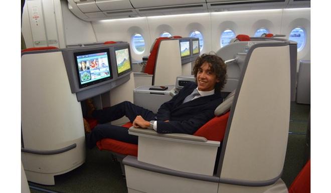 Mới 20 tuổi, anh chàng này đã đi khắp thế giới bằng máy bay hạng sang, ăn uống xa hoa, chụp ảnh thỏa thích... nhờ một nghề nghiệp rất lạ lùng