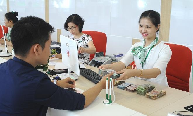 Chuyên viên dịch vụ khách hàng ngân hàng: Phía sau những nụ cười