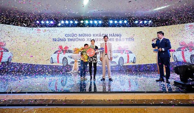 Tập đoàn Hà Đô chúc mừng khách hàng trúng thưởng xe Mercedes đầu tiên