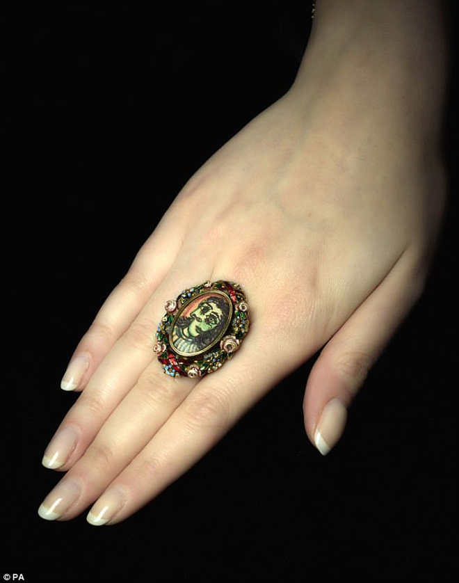 """Câu chuyện đằng sau chiếc nhẫn trăm ngàn đô vẽ chân dung """"người tình nước mắt"""" của danh họa Picasso"""