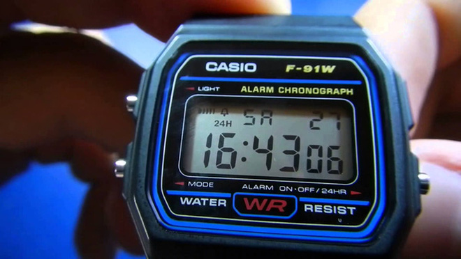Hãy nhìn chiếc đồng hồ điện tử Casio cũ kỹ được độ lại chẳng khác gì smartwatch này chất đến thế nào