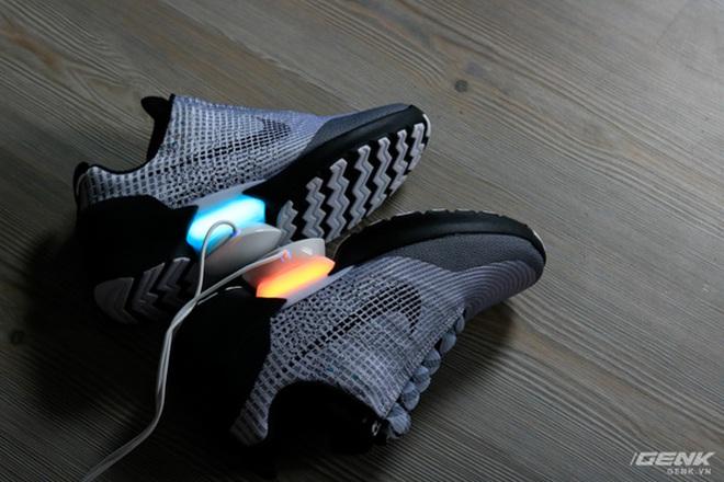 Đập hộp đôi giày tự thắt dây đầu tiên trên thế giới - Nike HyperAdapt 1.0, vừa xuất hiện tại Việt Nam, giá 40 triệu