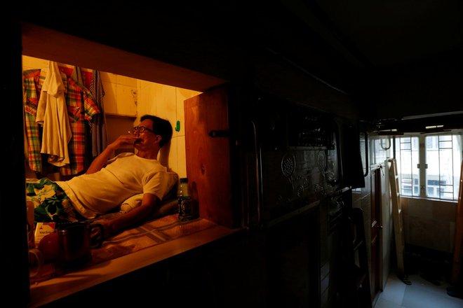 Cuộc sống khó tưởng tượng trong những ngôi nhà quan tài ở Hồng Kông