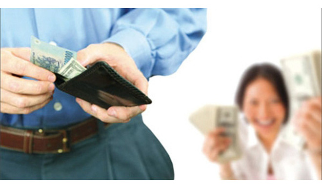 Nghiên cứu nói rằng: Chồng càng nộp nhiều lương cho vợ, gia đình càng hạnh phúc