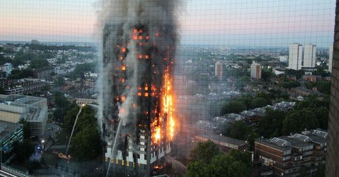 Người mẹ ôm 6 con nhảy từ tầng 21 xuống đất, 4 con thoát chết trong vụ cháy tại London