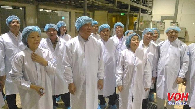 Bí thư Thành ủy Đinh La Thăng thăm Nhà máy sữa Việt Nam